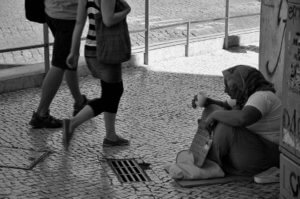 Erradicar la pobreza, no demoler la riqueza