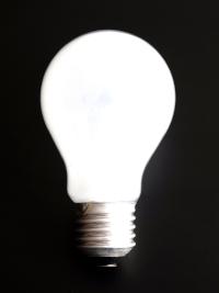 El intervencionismo no baja la luz, la sube