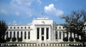 La Reserva Federal entró en pánico, y su reducción de los tipos de interés está empeorando la economía.